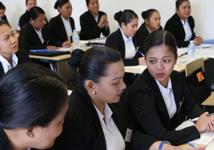 フィリピン従業員の研修:タガログ語通訳