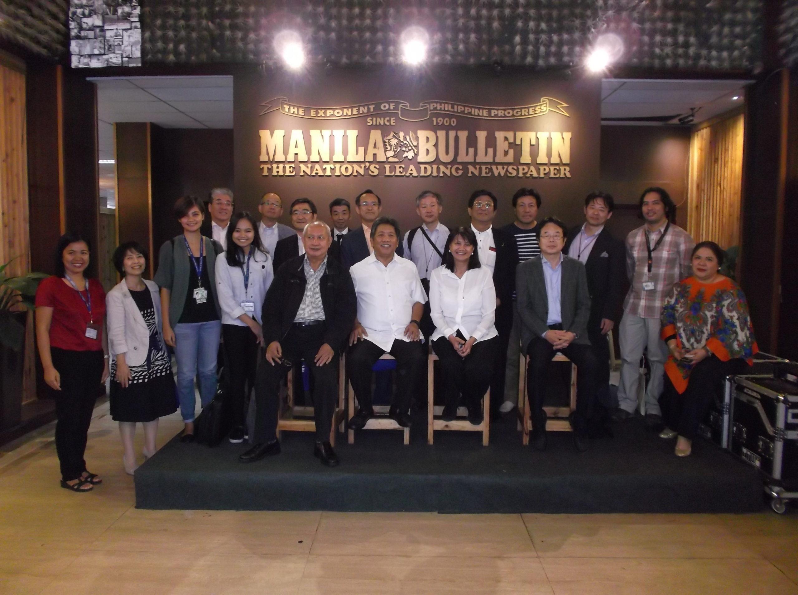 フィリピン新聞社Manila Bulletinでの通訳後の集合写真